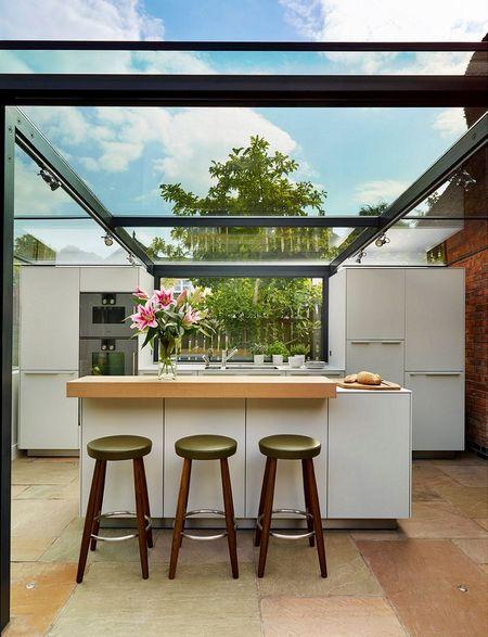 Poze Bucatarie - Bucatarie ultramoderna cu acoperis din sticla
