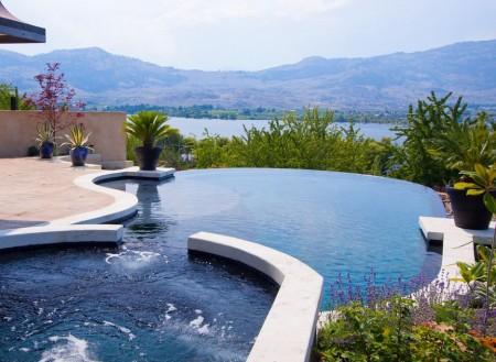 Poze Piscina - Panorama superba din piscina