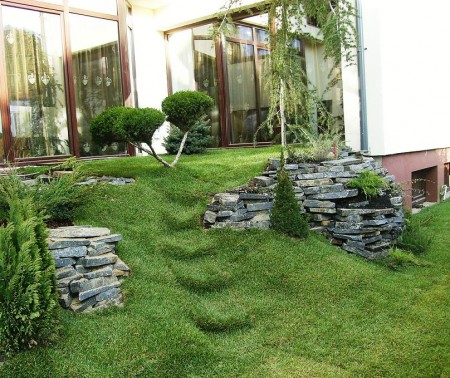 Poze Gradina de flori - Amenajare rulouri de gazon, arbori si arbusti, plante de gradina, alpinarie, iaz