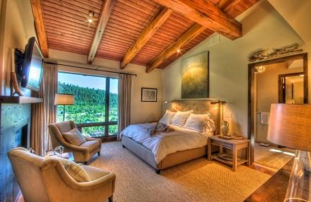 Poze Dormitor - Dormitor traditional la mansarda