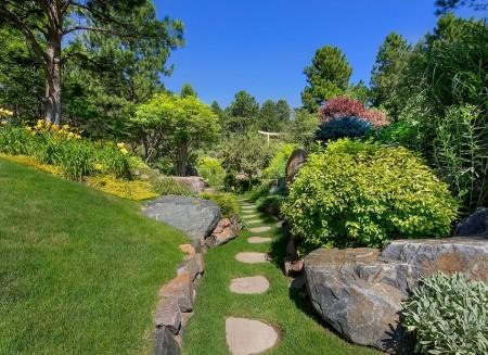 Poze Gradina de flori - Amenajare gradina rustica