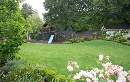 Poze Locuri de joaca - Loc de joaca pentru copii amenajat in gradina