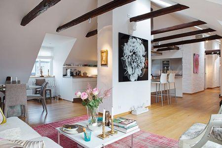 Poze Living - Apartament modern si spatios obtinut in podul unei cladiri