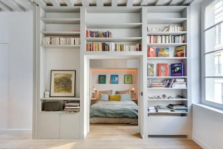 Poze Birou si biblioteca - Biblioteca modern ce delimiteaza zona de zi de dormitor