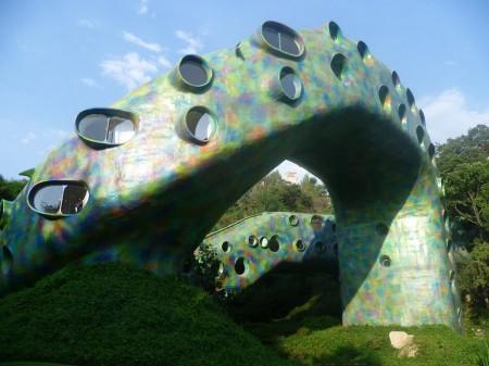 Poze Constructii celebre - Cladire de forma unui sarpe urias proiectata de arhitectul Javier Senosiain