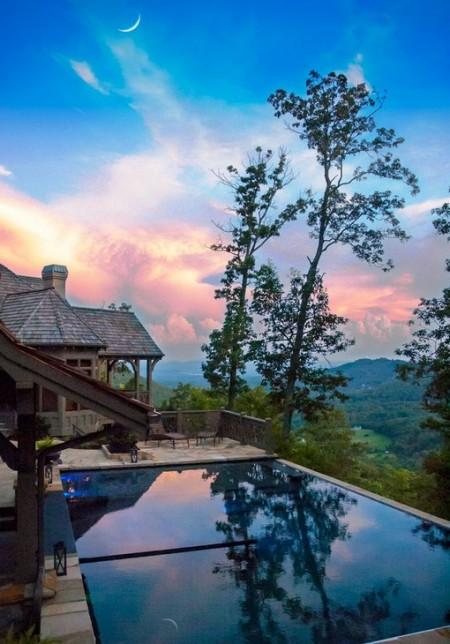 Poze Piscina - Decor superb, cu luna reflectata in piscina