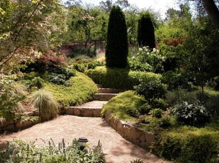 Poze Gradina de flori - Amenajare exterioara cu alei si plante decorative