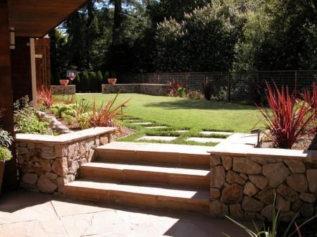 Poze Gradina de flori - Amenajare gradina cu gazon si alei din piatra naturala