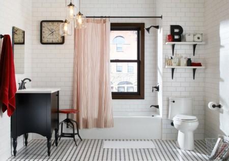 Poze Baie - Cateva pete de culoare rosie insufletesc aceasta baie cu accente vintage in care albul si negrul sunt culorile dominante.