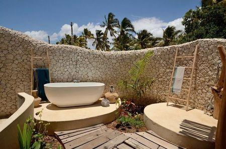 Poze Baie - Decor natural pentru o superba baie exterioara