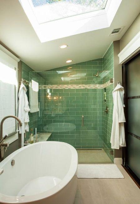 Poze Baie - Lumina naturala in aceasta baie moderna