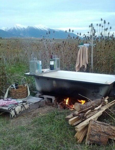 Poze Haioase - Baia in natura, solutia pentru lipsa apei calde