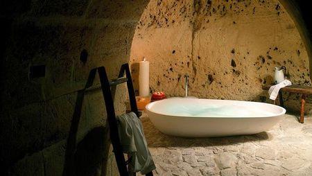 Poze Baie - baie-romantica-hotel-pestera-italia-2.jpg