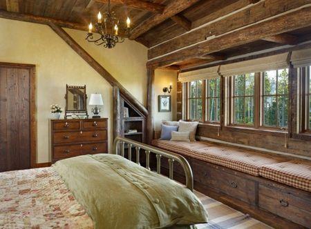 Poze Dormitor - Bancuta din lemn sub fereastra dormitorului matrimonial