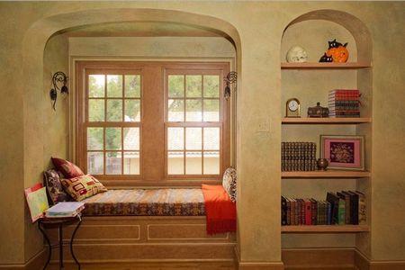 Poze Birou si biblioteca - Loc de lectura intr-o firida