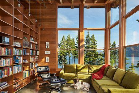 Poze Birou si biblioteca - Biblioteca unei case de vacanta de pe malul lacului