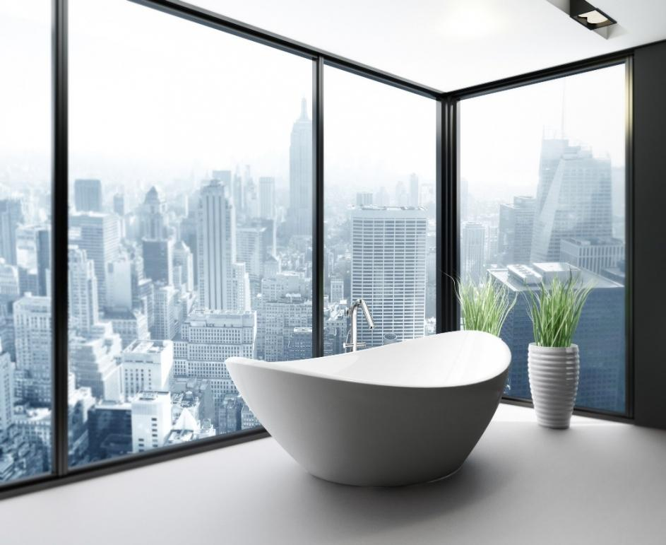 Baie cu cada in forma de ou si cu panorama, intr-un apartament de lux din New York
