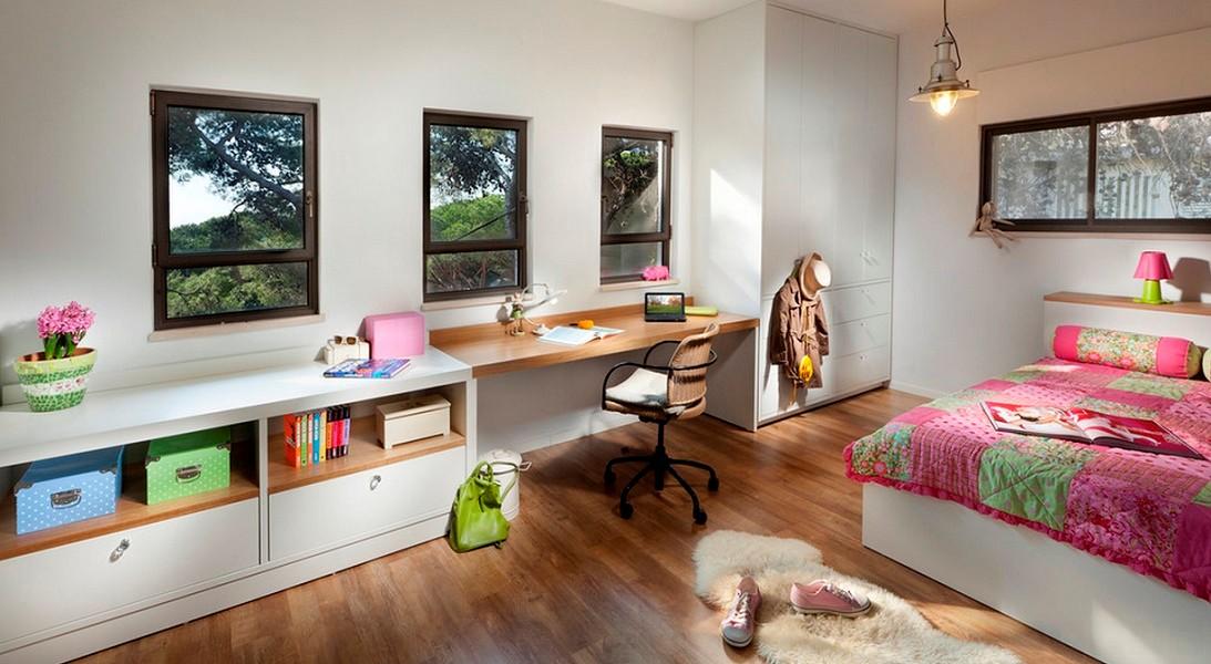 Camera unei adolescente