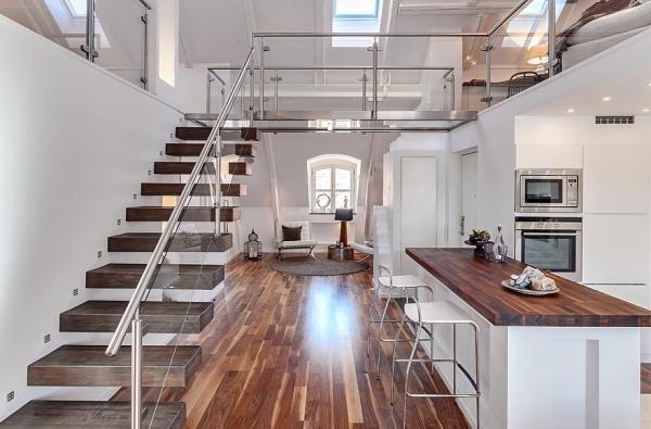 Scara cu trepte in consola intr-un apartament situat la mansarda unui imobil