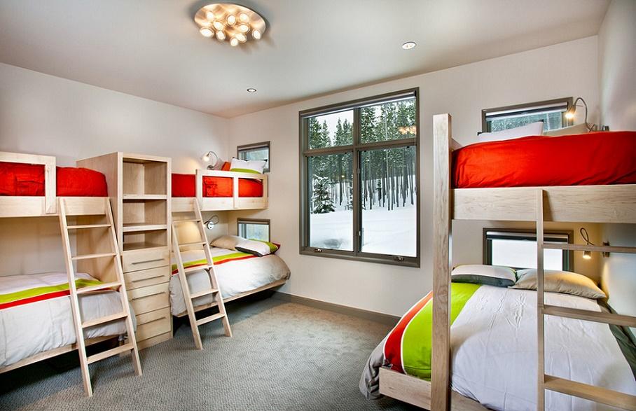Paturile suprapuse sunt solutii excelente pentru o casa de vacanta