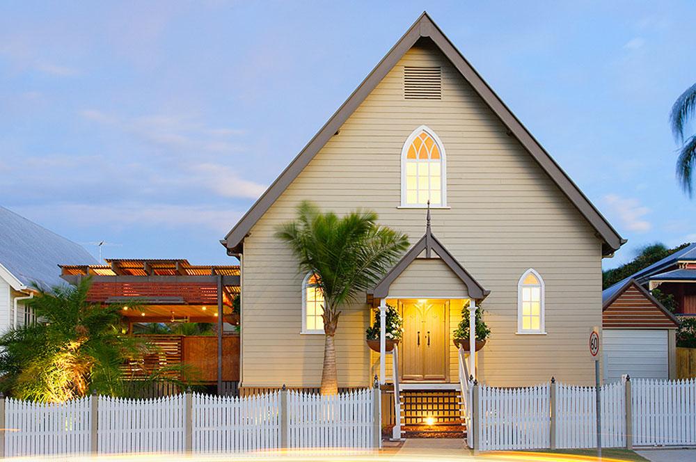 Fatada biserica transformata in locuinta