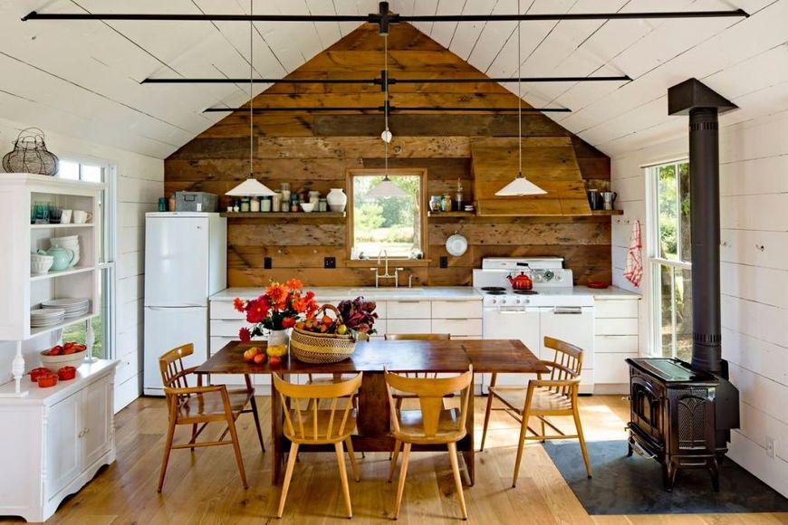 Bucataria unei mici case din lemn