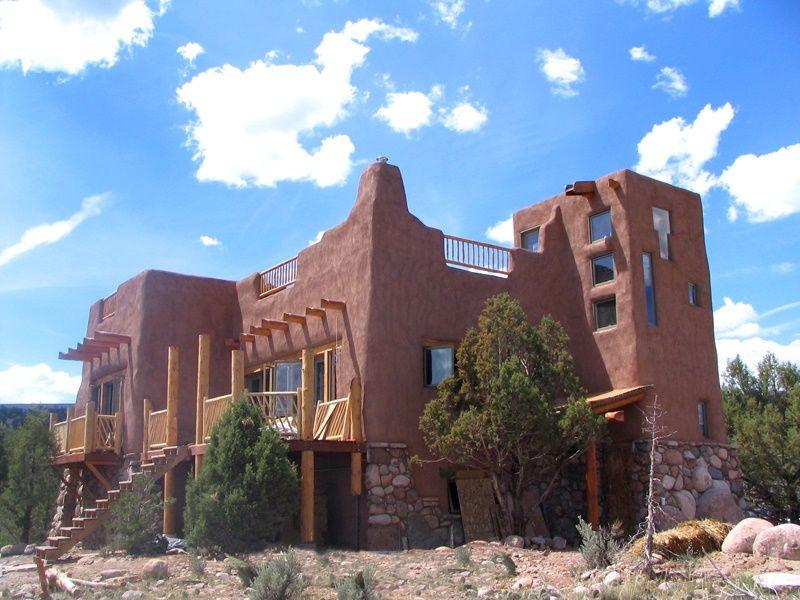 Casa construita cu materiale naturale