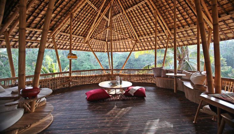 Terasa casa din bambus, Satul Verde