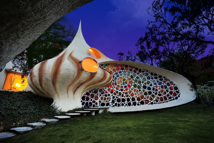 Fatada spectaculoasa a Casei Nautilus