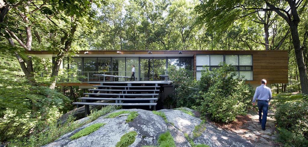 O locuinta moderna care reflecta simplitatea si este conectata cu peisajul inconjurator
