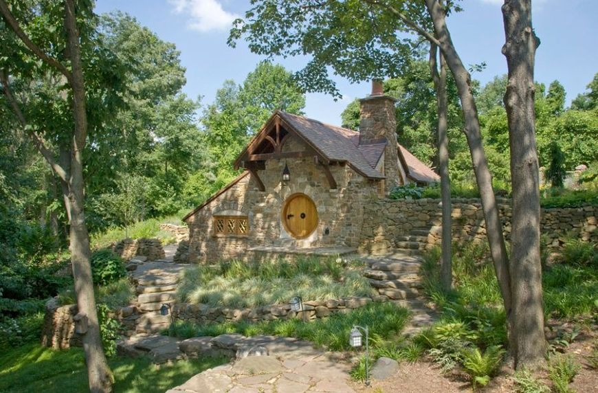 Casa hobbit piatra
