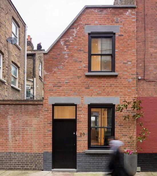 Fatada exterioara din caramida a unei case londoneze