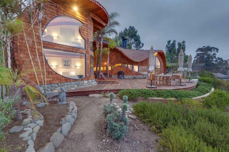 Casa din lemn cu o forma inspirata de valurile ocenului for Foto case americane