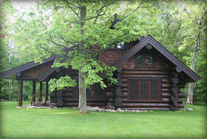 Cabana din lemn masiv, fermecatoare, situata intr-un cadru natural deosebit