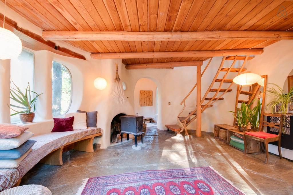 Case ecologice realizata din lut si lemn