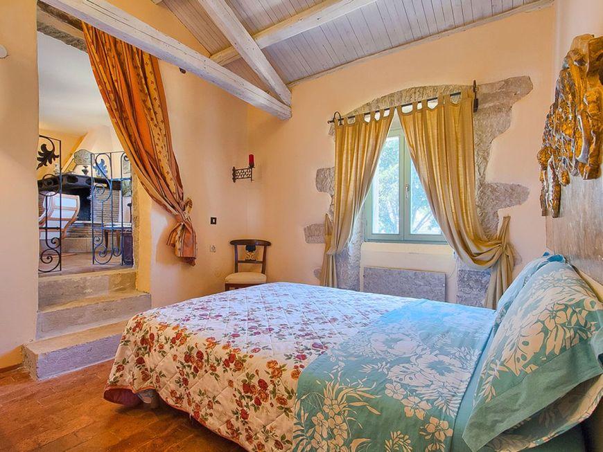 Dormitor matrimonial cu design clasic
