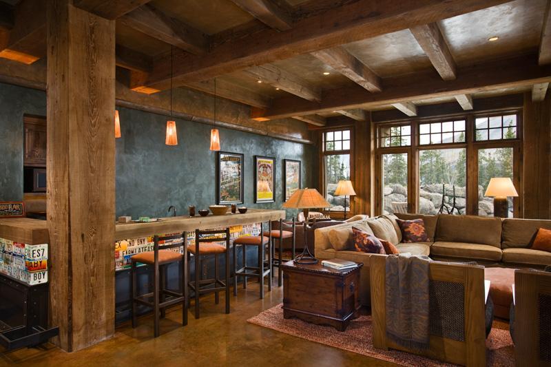 Sufragerie rustica, cu mult lemn si cu o priveliste deosebita