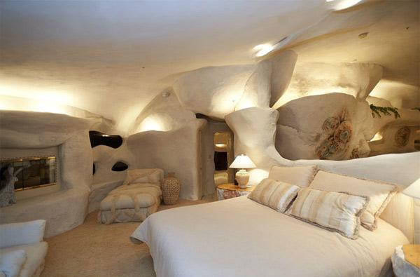 Un dormitor ce pare sapat in stanca