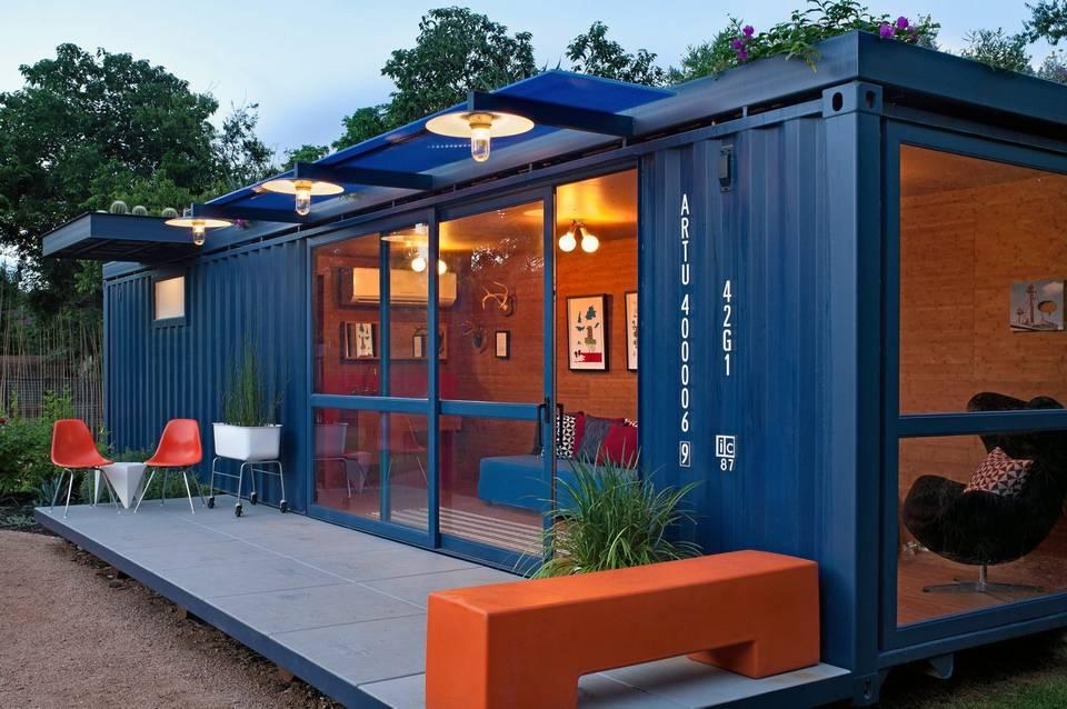 Terasa unei case intr-un container