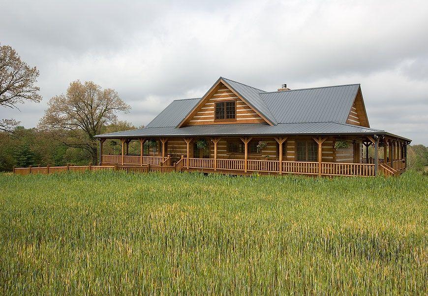 Casa cu verande din lemn masiv