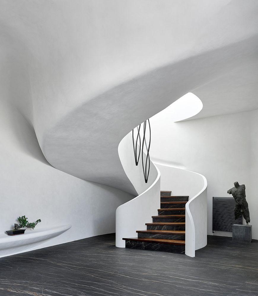 Scara interioara cu forma curba