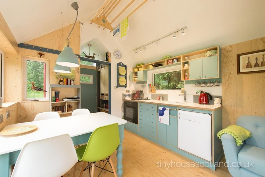 Bucatarie casa ecologica din lemn