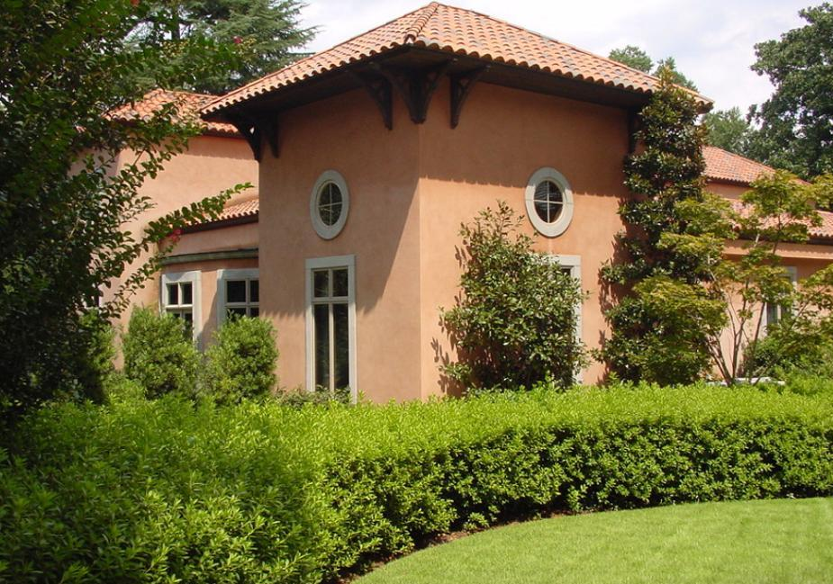 Fatada unei case in stil mediteranean