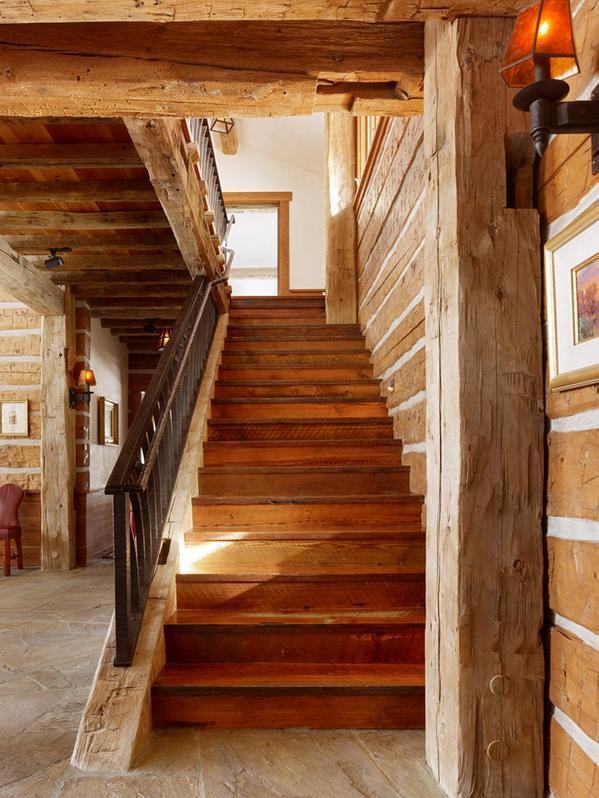 Scara rustica din lemn masiv