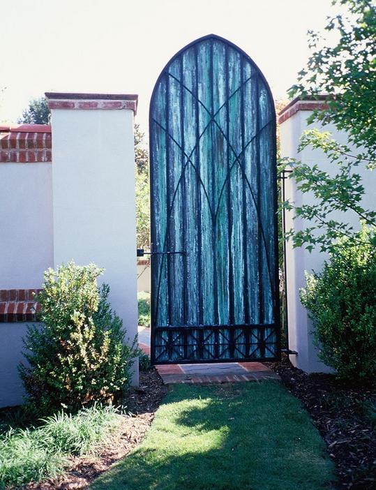 Poarta gotica din fier forjat