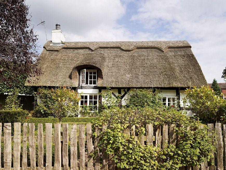 Cottage traditional cu acoperid din stuf