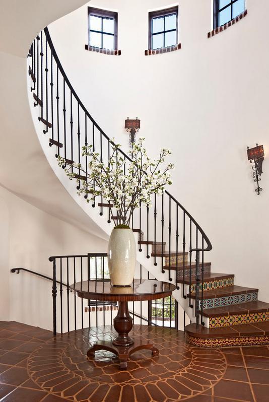 Lemn, ceramica, fier forjat - decor mediteranean