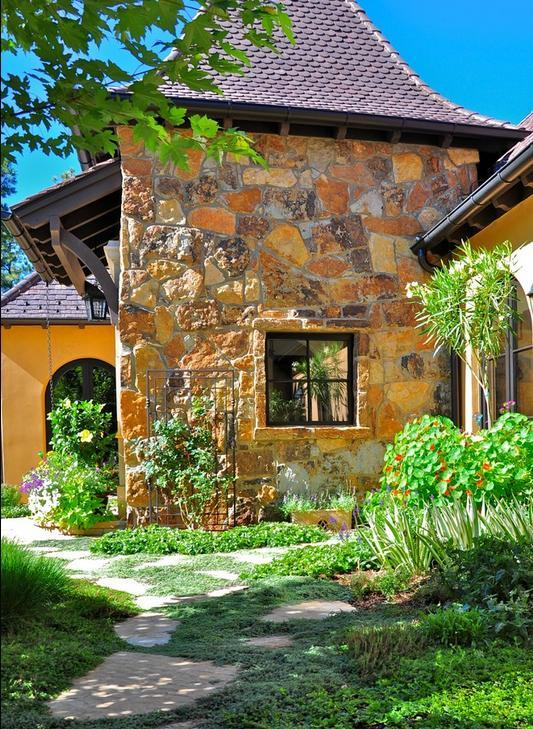 Fatada casa in stil mediteranean