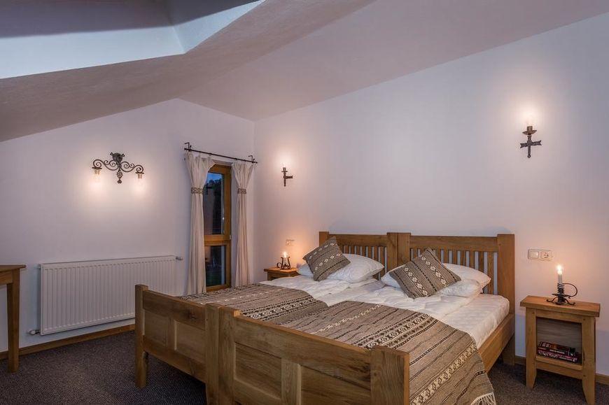 Dormitor cu materiale naturale