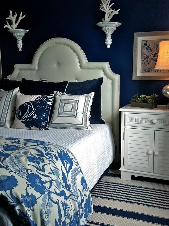 Alb-albastru in dormitor